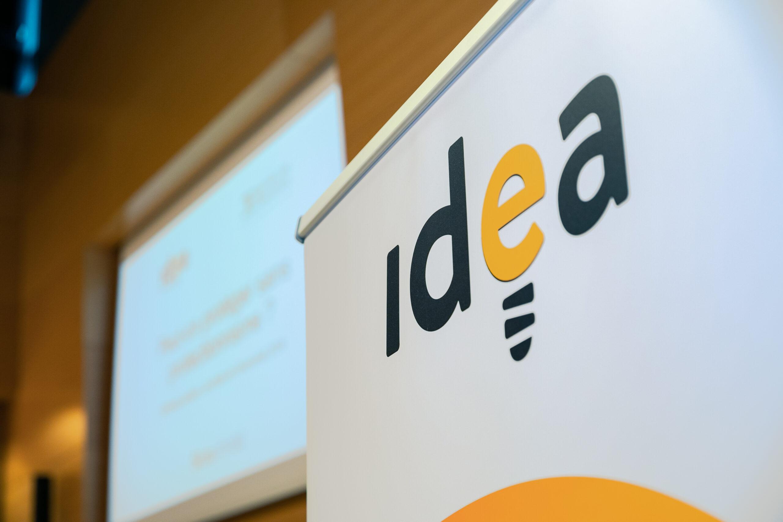 la candidature est à déposer auprès d'idea. L'image représente donc le logo d'IDEA sur un fond blanc